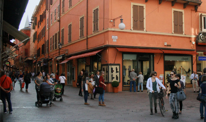 5018e7aa1a Abbigliamento e intimo uomo donna Bologna centro   Cazzola